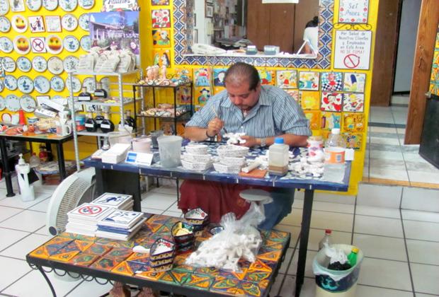 Learn_Vallarta_Puerto-Vallarta-Mexico-Tile Artist at Work
