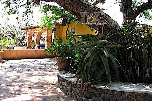 Los Dos, Jocotepec, Grounds