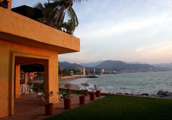 Los-Tules-Vallarta-Beach-Accommodation