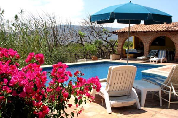 Sun & Shade at heated pool, Los Dos B&B