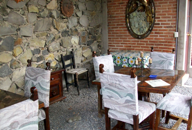 Angel Flores B&B Ajijic - outdoor community meals