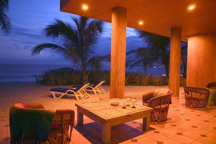 Casa VI terrace at dusk