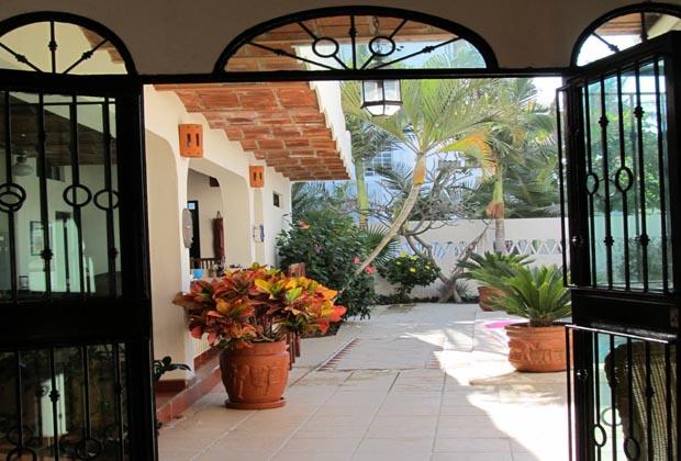Casa-de-los-Pelicanos-Guayabitos-Riviera-Nayarit-Garden Patio