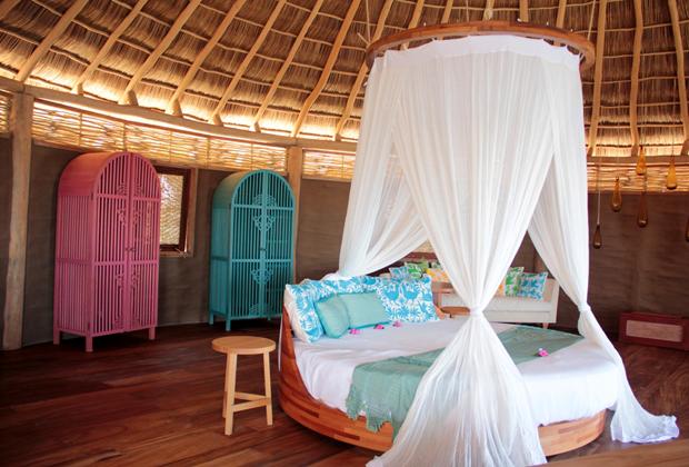 Hotel Desconocido Ultra Romantic Luxury Round Bed