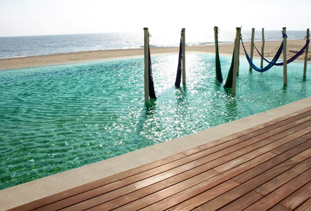 Hotelito Desconocido eco sustainable holiday swimming pool on pacific ocean