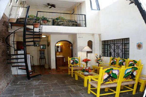 Quinta Don Jose Tlaquepaque - colorful eating