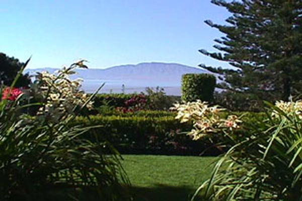 Villa Angel Ajijic B&B - Manicured Gardens