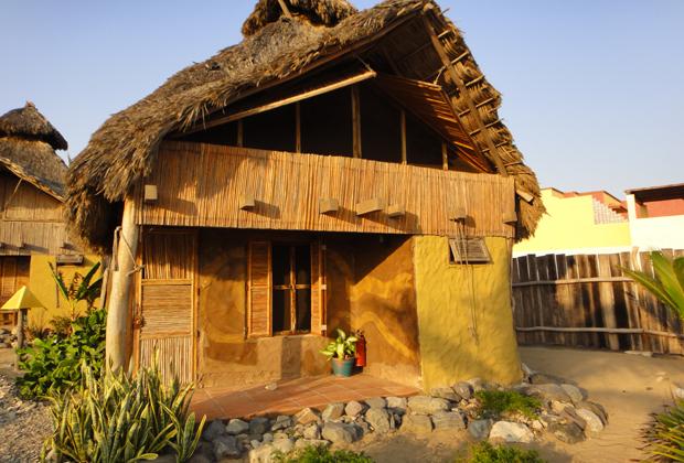CocoCabañas Mexico clay bamboo construction solar