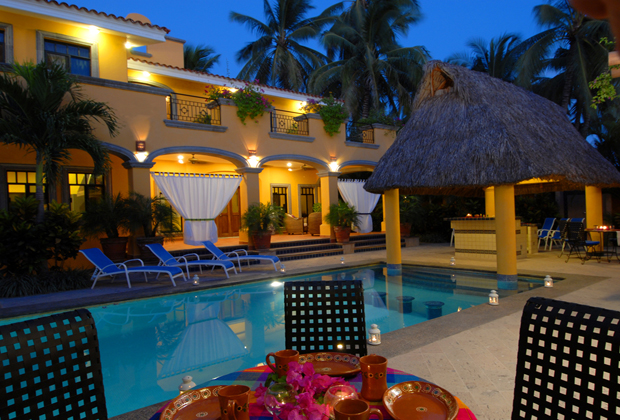 HACIENDA PATRIZIA VILLA B&B BUCERIAS BEACH POOL AND LOUNGE AREA