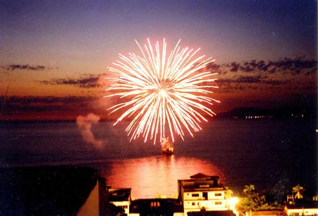 Los Cuatro Vientos Four Winds Chez Elena Puerto Vallarta Fireworks