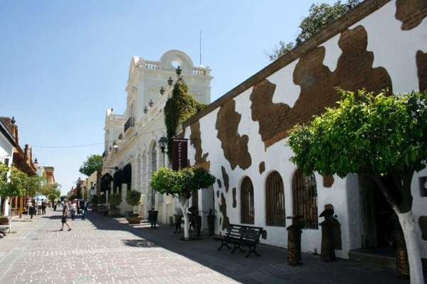 Tlaquepaque - Best Shopping in Mexico - Galleries, Gift Shops, Arts, Crafts, Ceramics