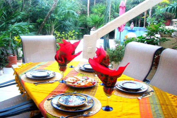 Casa Amor Del Sol B&B outdoor breakfast lush tropical garden