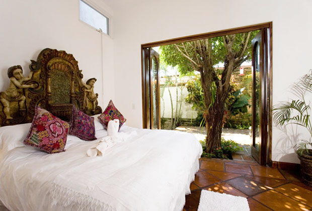 Casa Corona Luxury King Bed