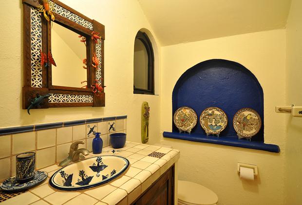 Casa Lazuli Punta el Custodio Mexico - Talavera tile Washroom