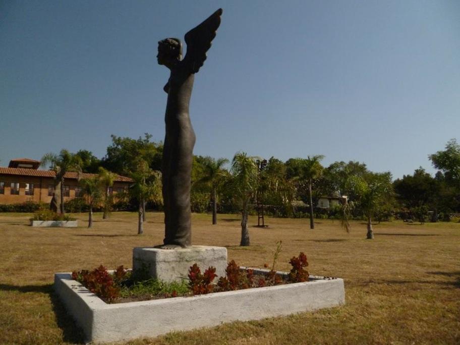 Maestro Juan Torres Calderon, Sculpture, Capula, Michoacan