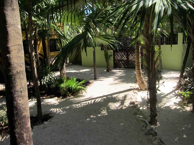 Las Palmas Maya Grounds