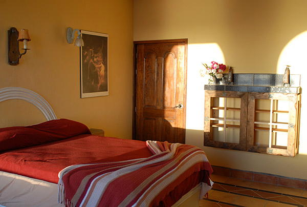 Casa Buena - Comfortable, colorful Bedroom